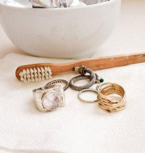 How to Clean Jewelery at Home